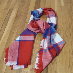 Red, blue and cream wrap